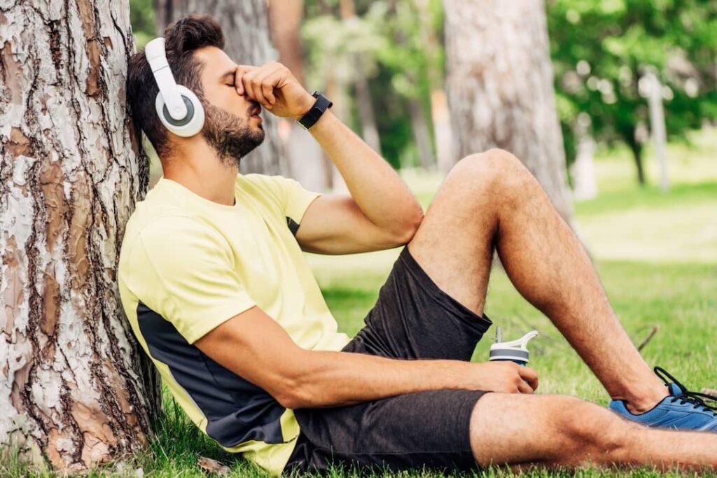 a man in sportswear listening audios with headphones